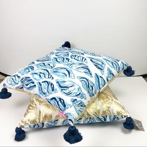 ONE Lilly Pulitzer Shell Print Pillow in Drop In